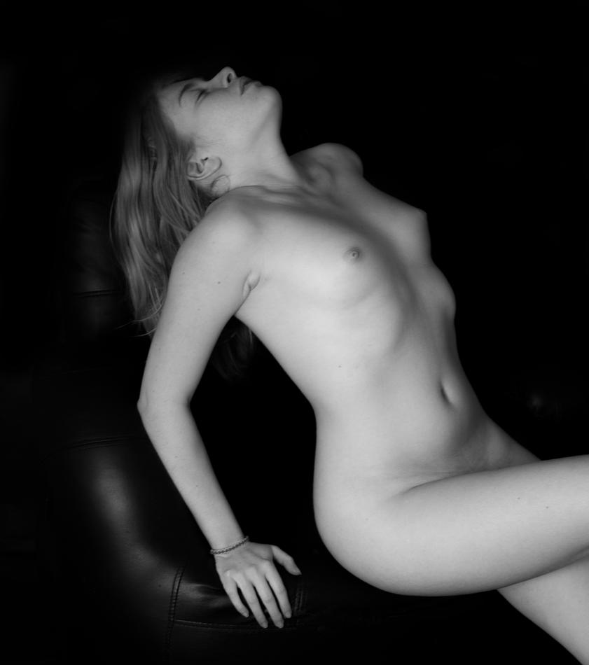 naked by EmmanuelPuyraveau