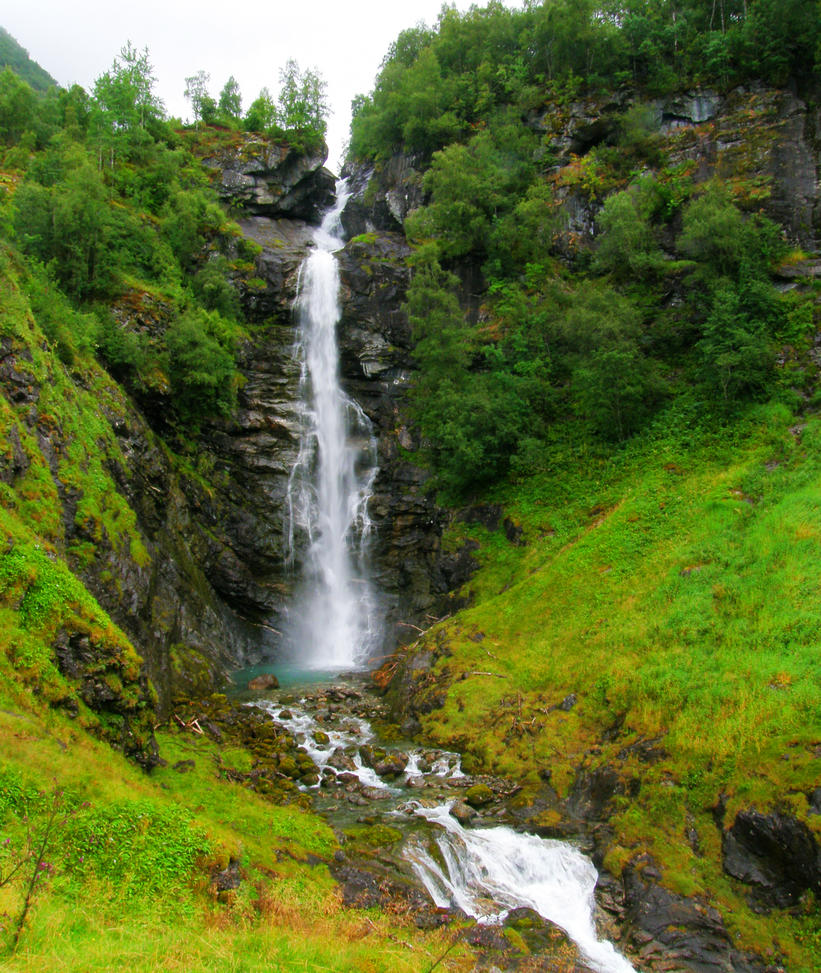 Mountain waterfall by francis1ari