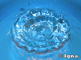 Blue water circle by PythonIt