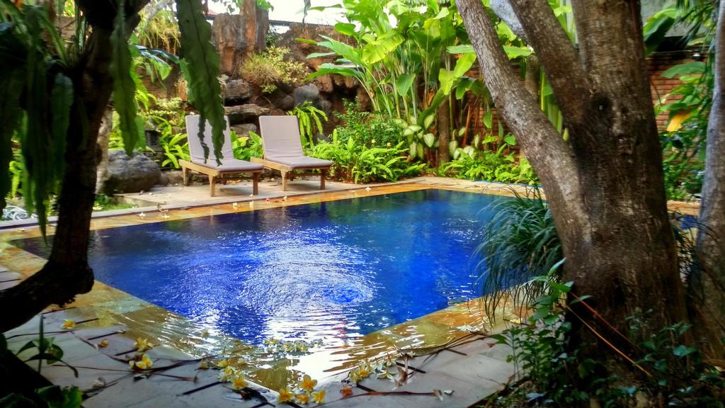 Niebieski basen