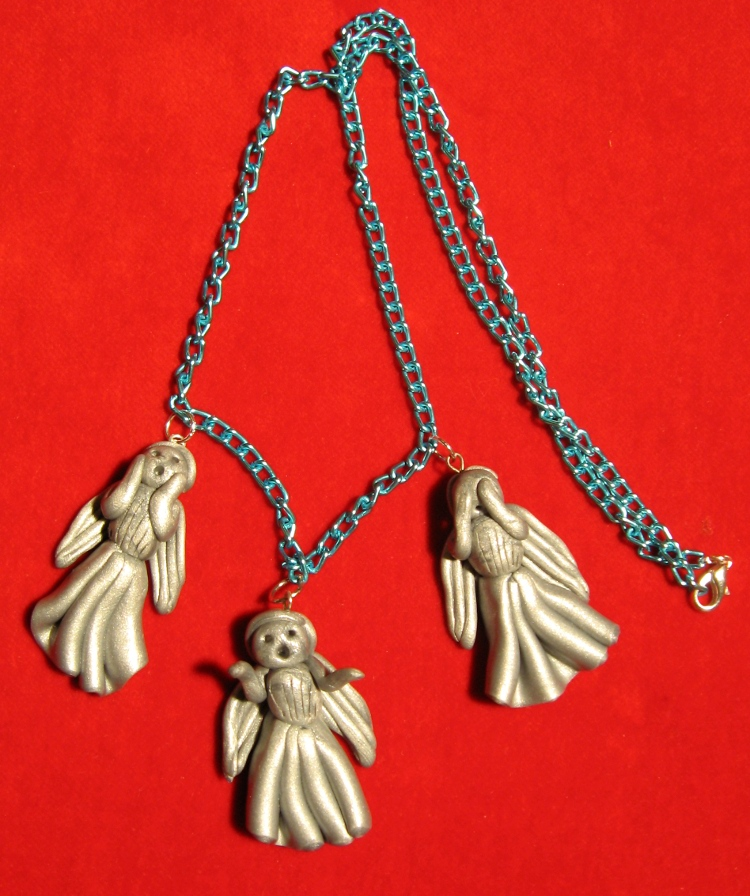 Weeping Angel necklace1 by StregattaPuponzi