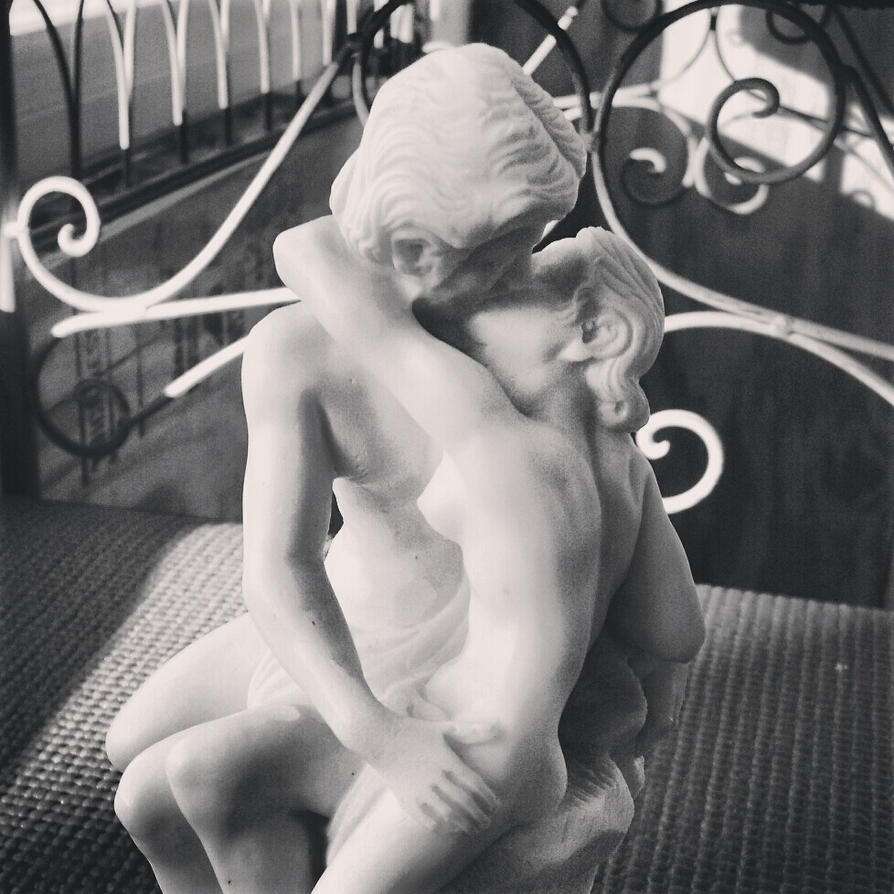 Replica of Auguste Rodin's The Kiss by MuffiaSmith