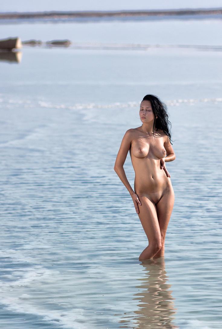 海滩上赤裸星女 - 欢乐岛 - 欢乐岛的博客