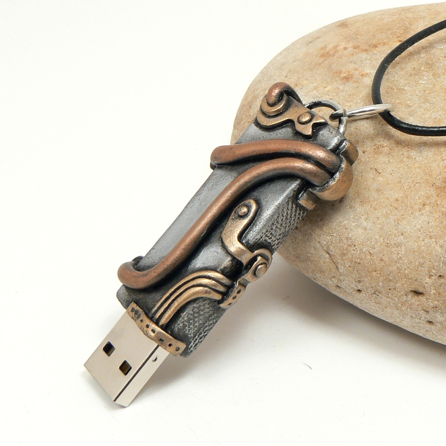 Steampunk USB Flashdrive by DesertRubble