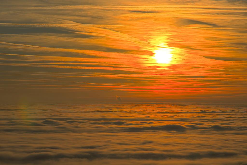 Ueber den Wolken.. by Kiecks