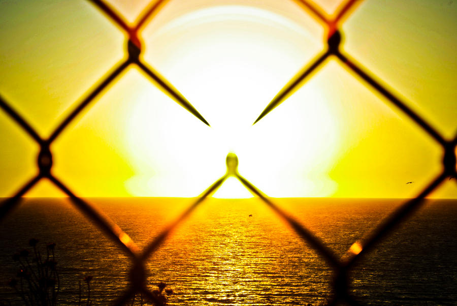 Zalazak sunca-Nebo - Page 2 Through_the_Chain_Link_Fence_by_greggsanchez