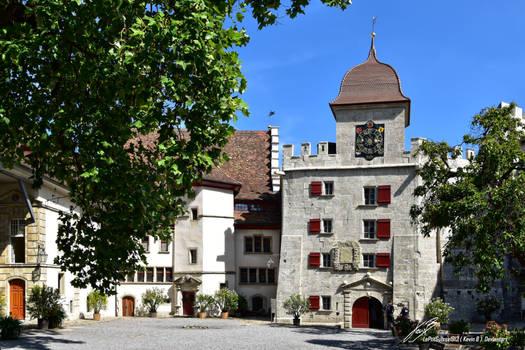 Dans la Cour du Chateau de Lenzburg