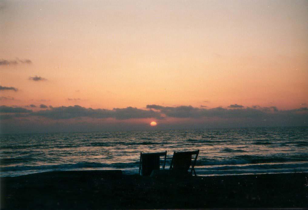 zwei einsame liegestuehle by Aless1984