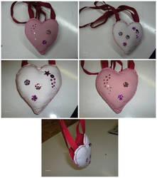 Small heart shaped bag by Riibu