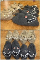 Toe-Shark Slippers by Riibu