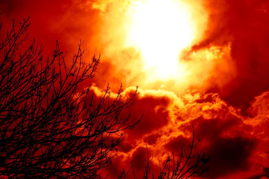 Burning sun by Yuriki93 on deviantART: yuriki93.deviantart.com/art/burning-sun-172849774