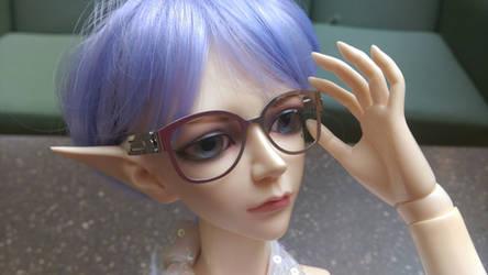 Specs by VampireKetsuki
