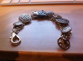 Dresden shield bracelet, v2 by HaroldPotter