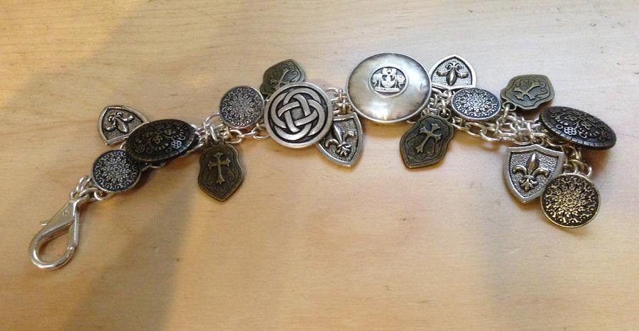 Commission 1: Shield bracelet by HaroldPotter