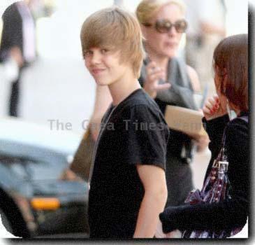 Justin    by BlueEyedZeldaFreak - Justin Bieber