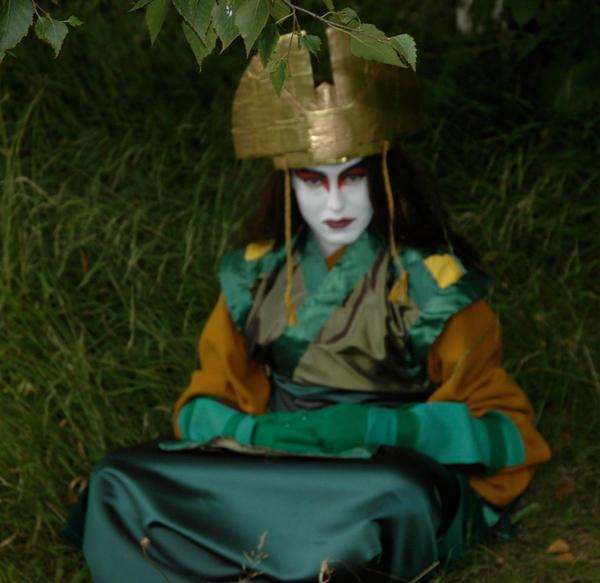 Avatar Kyoshi sitting by Caranth