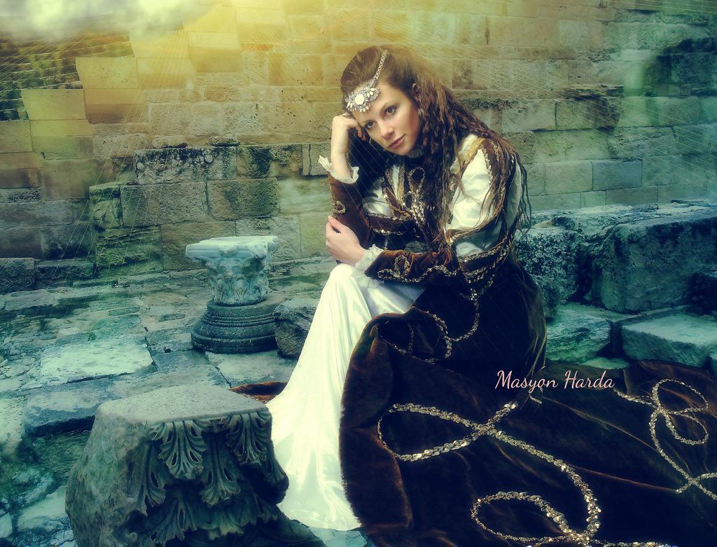 Medieval lady by MASYON