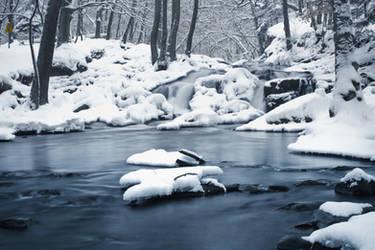 Winter Waterfall by hennexx