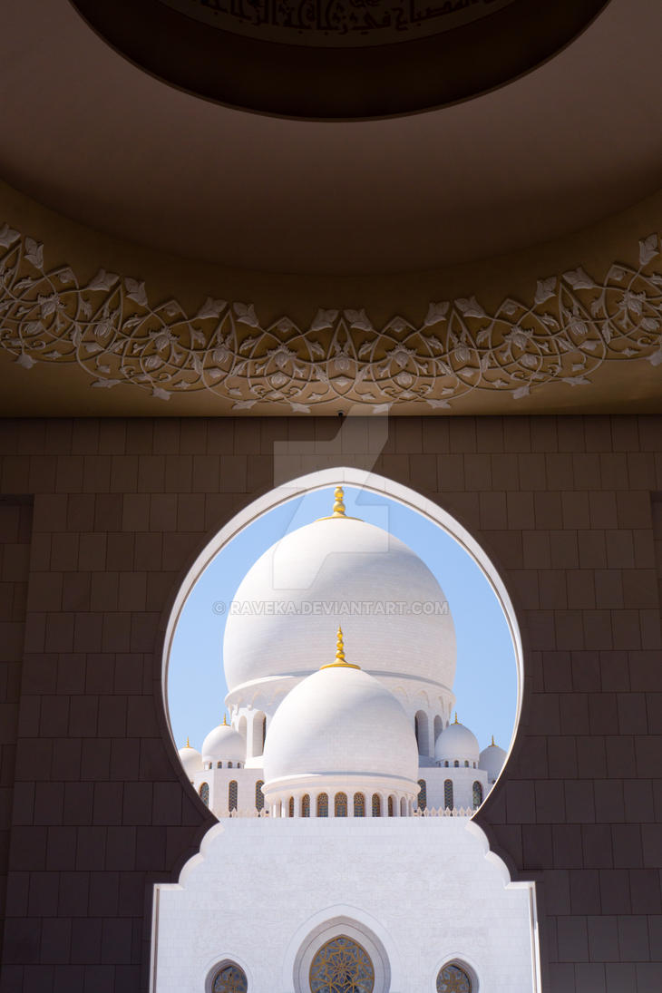 Sheikh Zayed Mosque Exterior by raveka