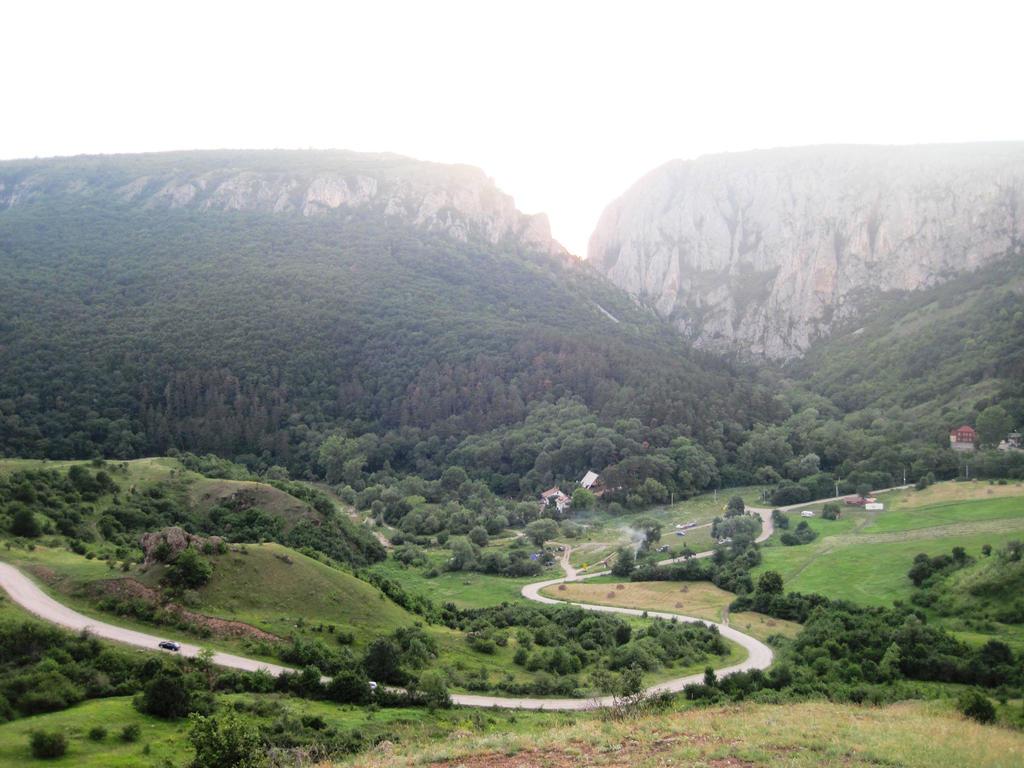 V as the Valley by jajafilm