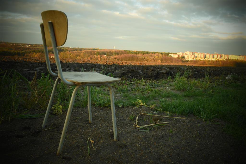 Please sit down by jajafilm