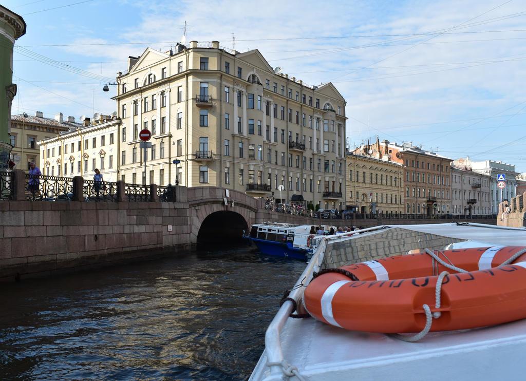 Floating on Neva by jajafilm