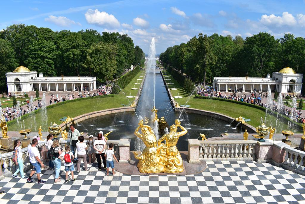 Peterhof Palace - garden by jajafilm