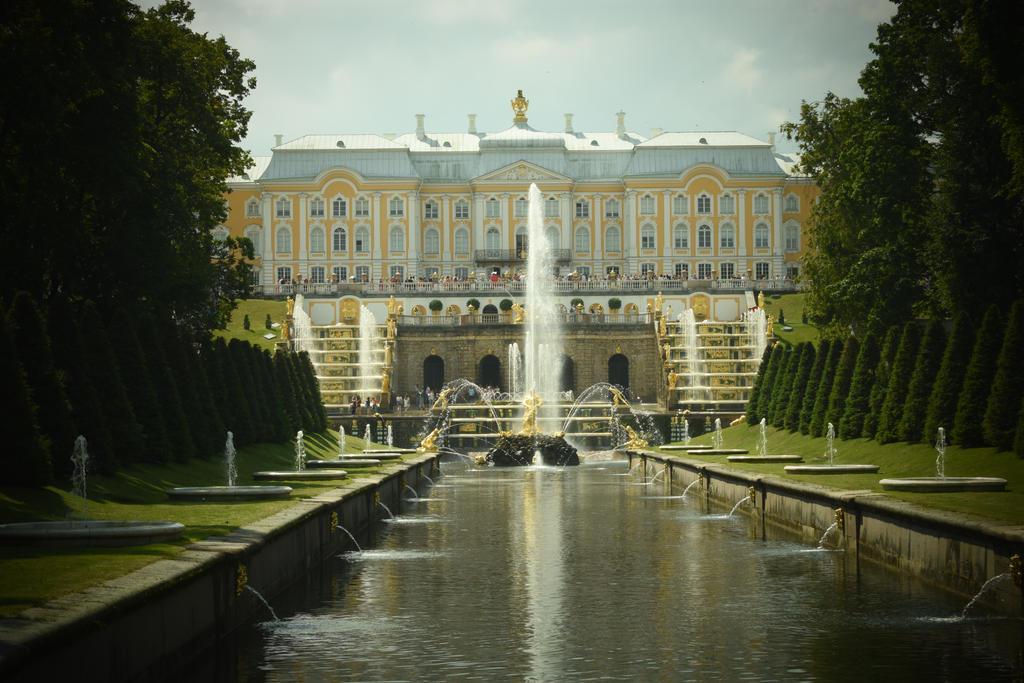 Peterhof Palace by jajafilm