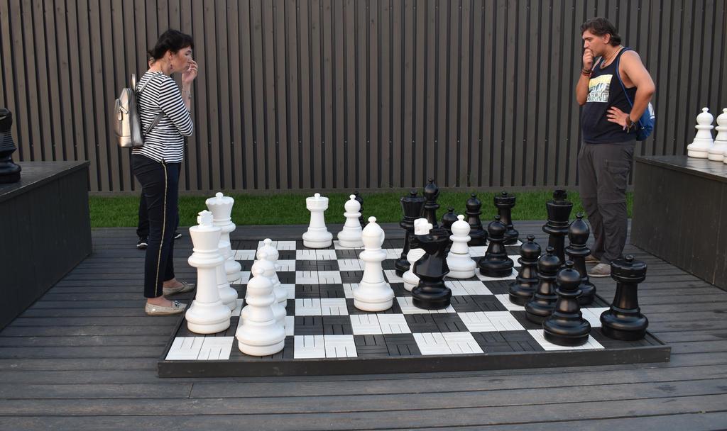 Who will win? by jajafilm
