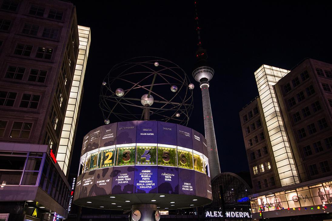 Weltzeit Uhr - Alexanderplatz by LuckyLisp