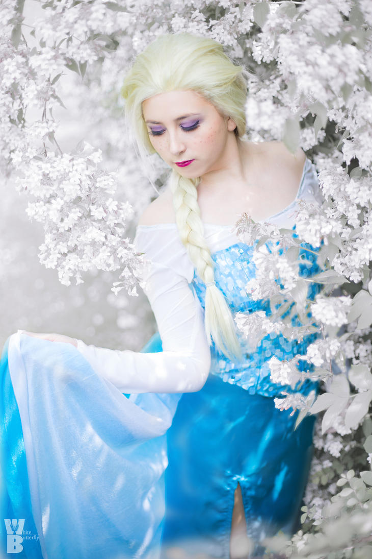 Elsa with snowflowers by white---butterfly