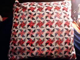 White Patriotic Pinwheel Pillow sham