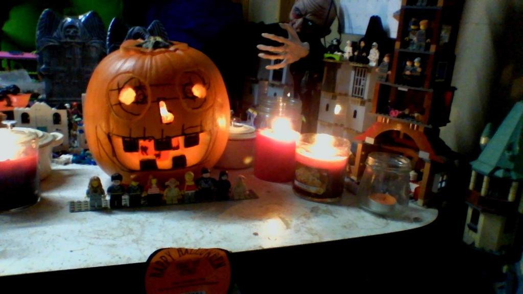 2014 pumpkin by legochambersecrets