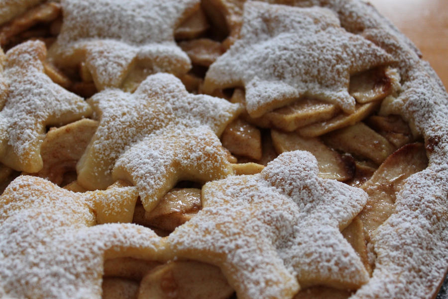 Christmas Apple Pie by baerin