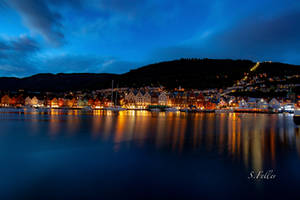 Bergen at night by saeppo