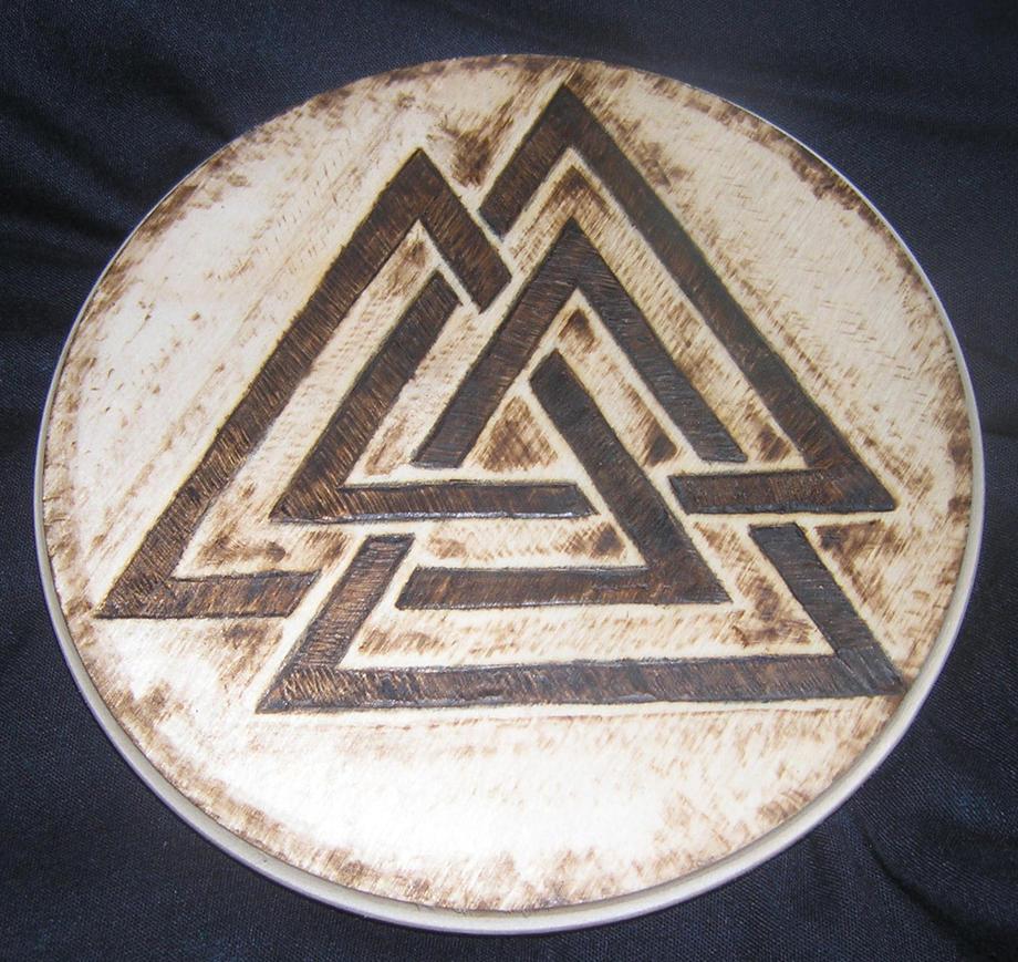 Valknot plaque by runehammer9