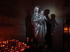 Madonna statue by Alistanniel