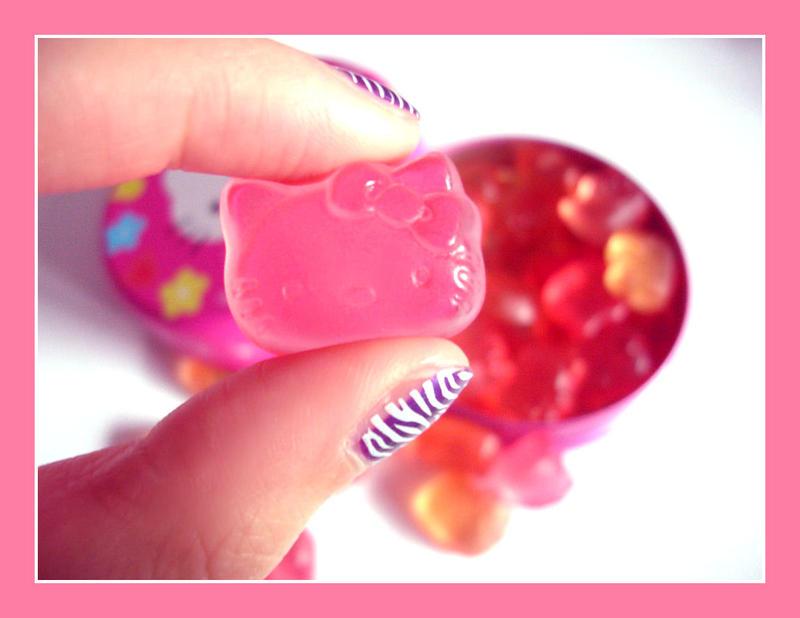 http://fc25.deviantart.com/fs19/i/2007/240/6/0/hello_kitty__YUMMY__by_myloan.jpg