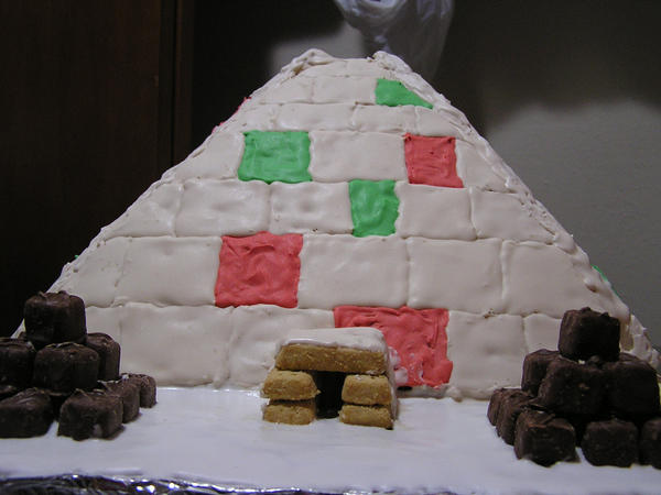 2013 Gingerbread Pyramid by celacia