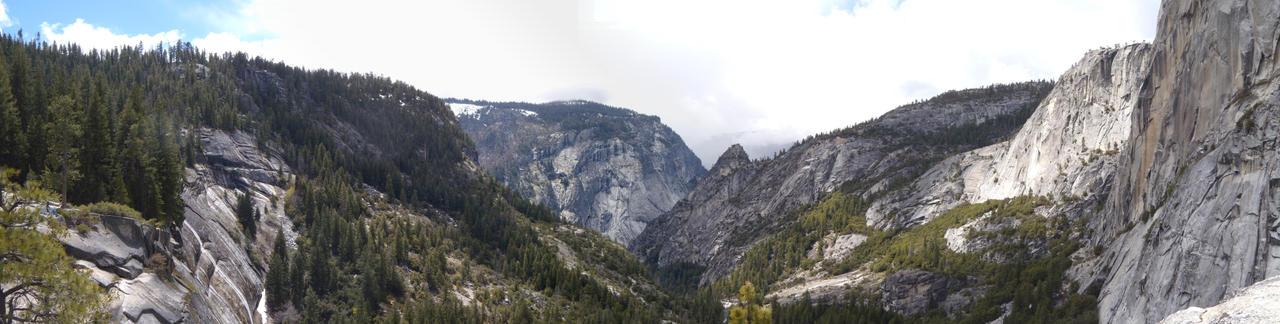 Yosemite Valley by x-bite-x
