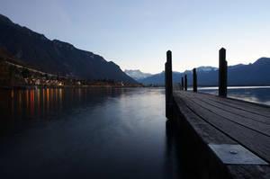 Anochecer en el lago Leman by gervarela