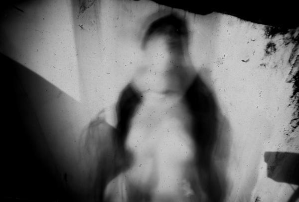 Selfportrait Pinhole / Autoretrato Estenopeica by elultimodeseo
