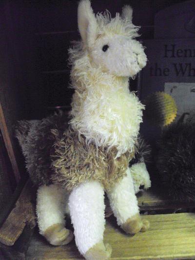 llama plushie by xramenoodlesx