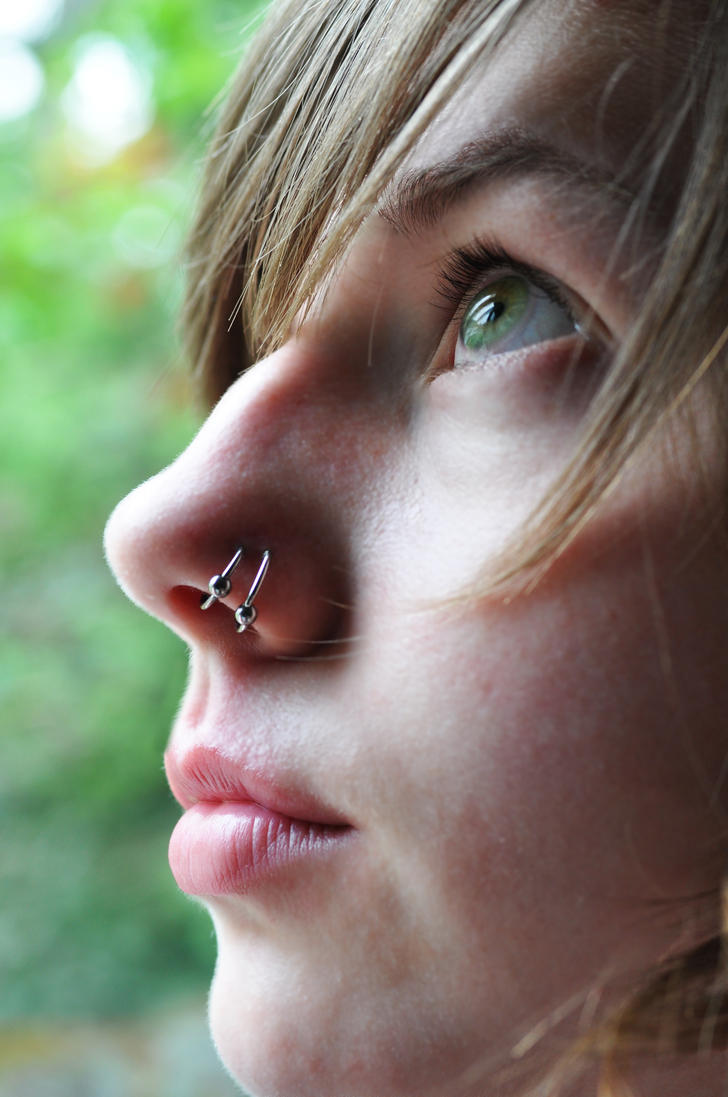 Double nose piercing same side ring
