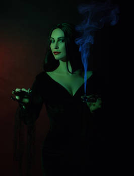 Poison Morticia cosplay