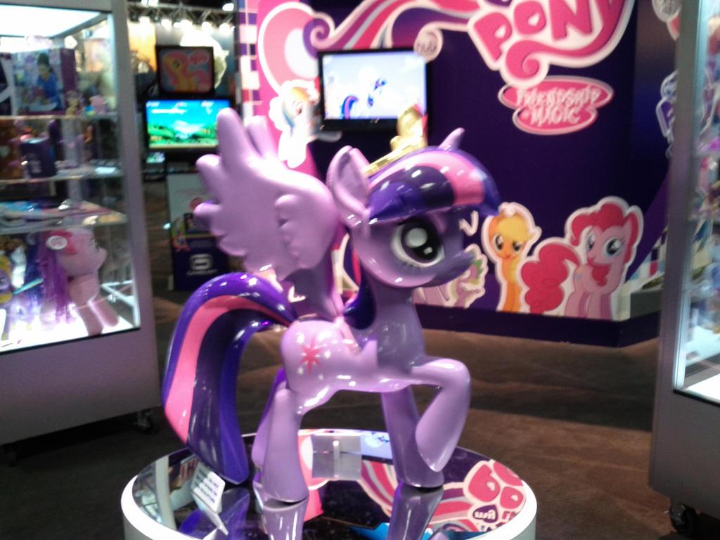 Princess Twilight Sparkle Statue 1