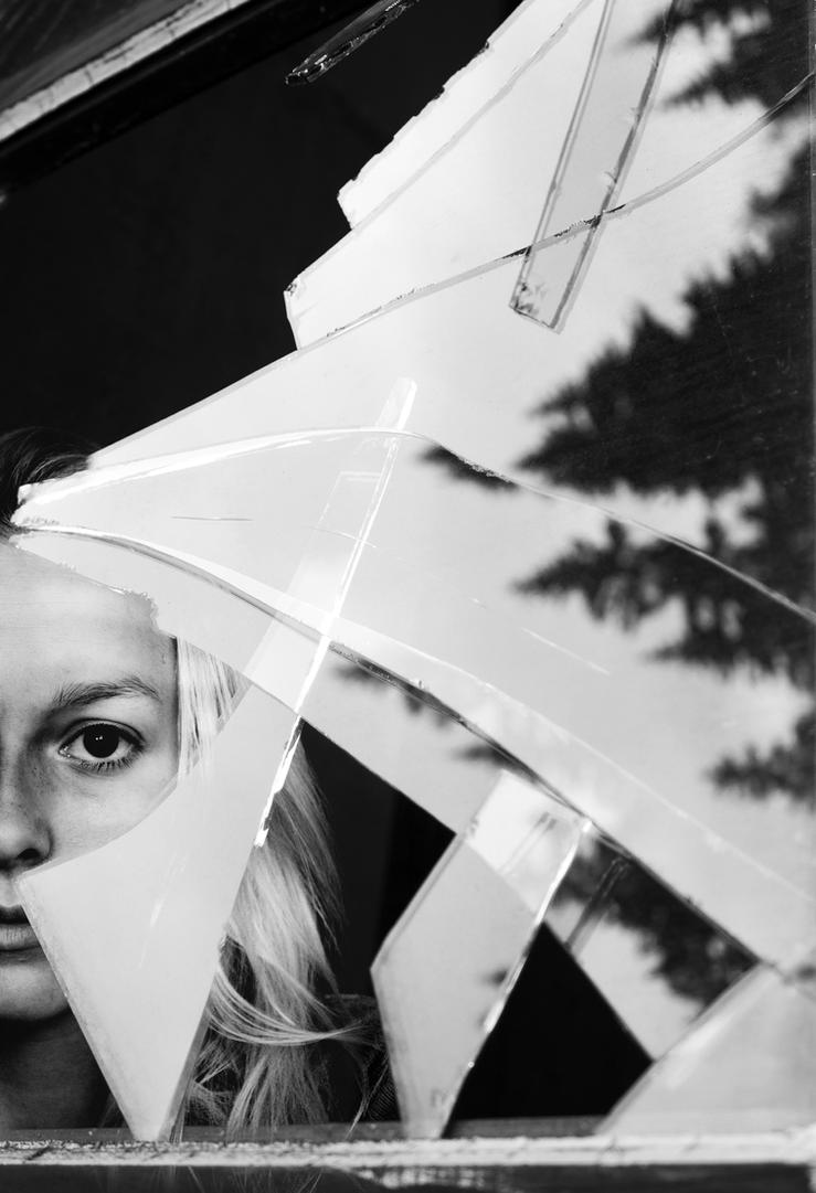 Broken glass by Lucienel