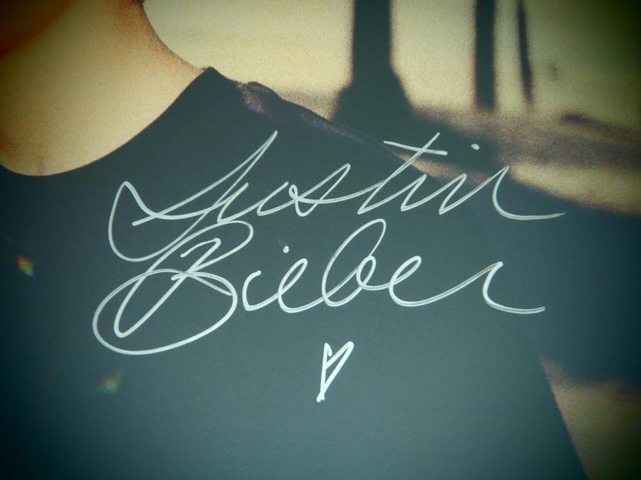 Justin Bieber Autograph by bluerosemoon1017