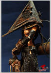 silenthill-Pyramid Head Gril4