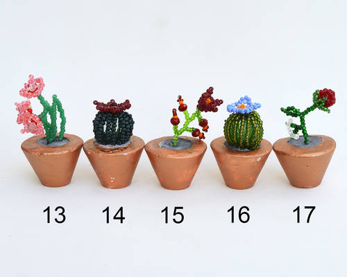 Potted flower miniatures O207-11